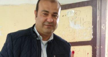 خالد حنفى يدلى بصوته فى لجنة المغتربين بمدينة 6 أكتوبر