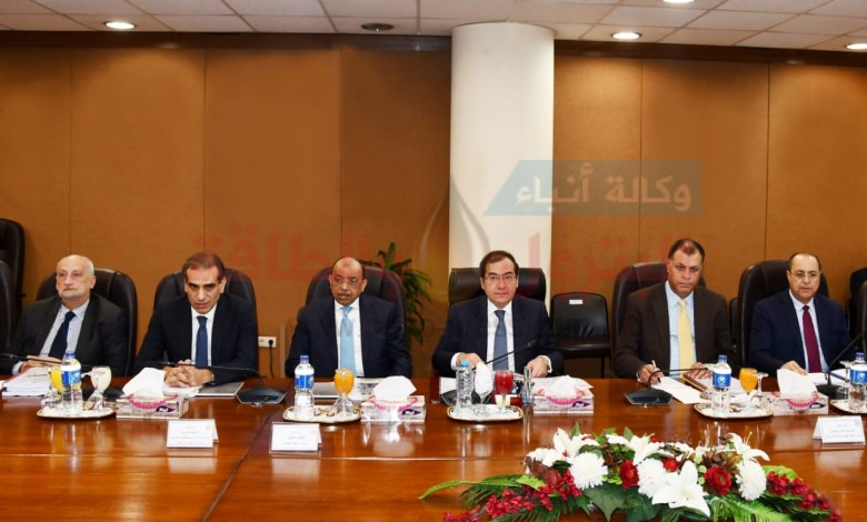Photo of وزير البترول يعتمد الموازنة التخطيطية لشركات البتروكيماويات المصرية والسويس والنصر لتصنيع البترول