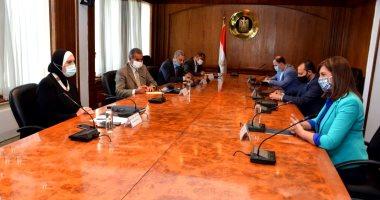 Photo of وزيرتا الصناعة والهجرة تعلنان اتاحة فرص عمل للـ23 مصرياً العائدين من ليبيا