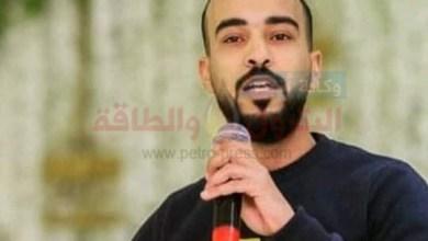 صورة الشاعر أحمد وشاحى يكتب قصيدة مين هى مصر