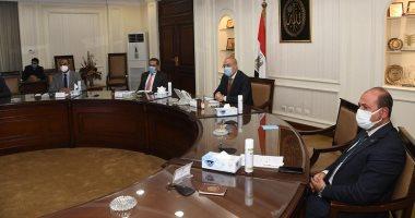 وزير الإسكان يتابع إجراءات تنفيذ خطة التوسع فى محطات تحلية مياه البحر