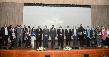تكريم الجهات والوزارات والآثاريين والعاملين فى حدث موكب المومياوات الملكية