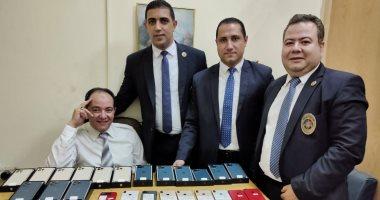 جمارك مطار القاهرة الدولى تضبط عددا من الهواتف المحمولة المهربة
