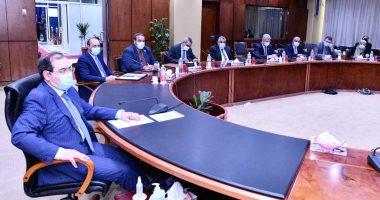 وزير البترول يستعرض خطوات تنفيذ مشروع مجمع البحر الأحمر للبتروكيماويات