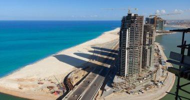 كل ما تريد معرفته عن أول شاطئ عام بمدينة العلمين الجديدة؟