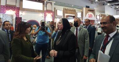 وزيرة الصناعة تتفقد أجنحة معرض تراثنا وتؤكد: خدمات مجانية عبر جهاز تنمية المشروعات
