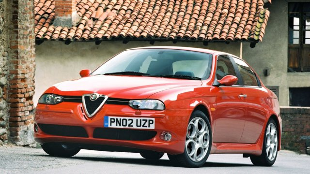 Alfa Romeo 156 off-centre number plate