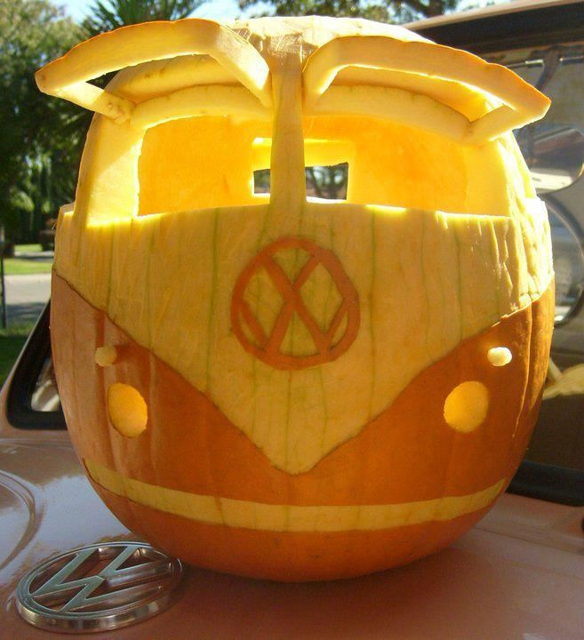 car pumpkin