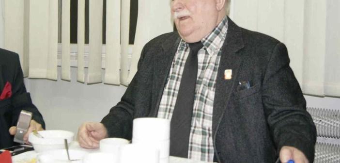 Lech Wałęsa: Zaczipować polityków