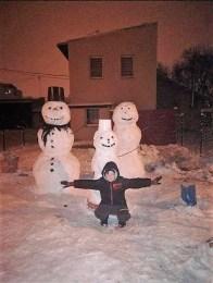 Bałwanki ulepiliśmy wraz z całą rodziną i dziećmi 16 stycznia od razu, gdy tylko spadł pierwszy śnieg.
