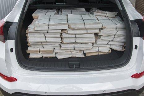 Tak wygląda 5.000 gazet. Do rozwiezienia mamy 3x tyle... Fot. PetroNews