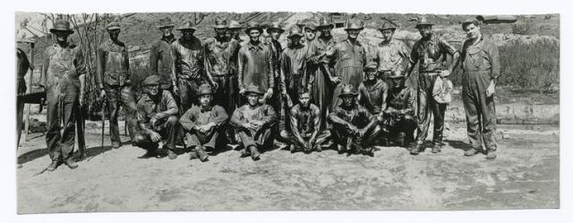 photographie noir et blanc hommes du pétrole 1860 à 1920