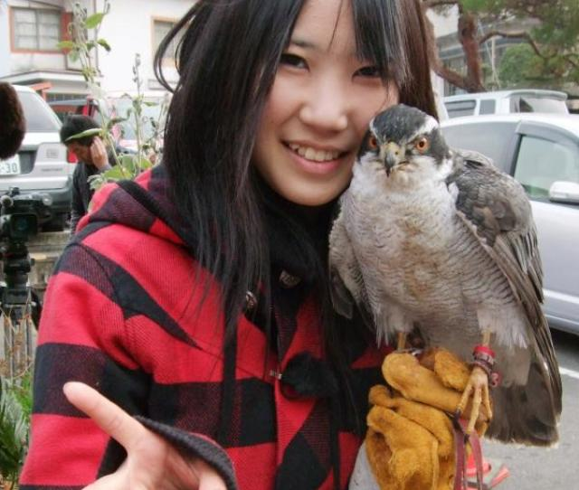 Some Women Fight Crows Feet But A Japanese Schoolgirls Feat Is Fighting Crows While Other