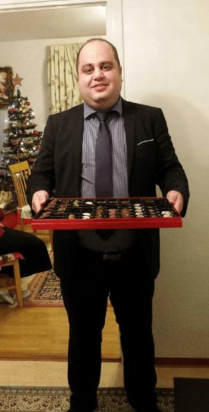 Bedros Yevno bjuder på choklad