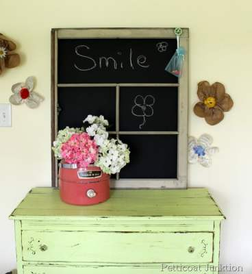 DIY Window Chalkboard using Old Windows #chalkboard #oldwindows #vintagewindows #decorating #windows #decor
