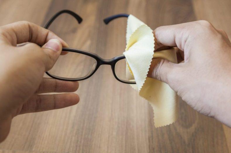 jaga cermin mata, penjagaan cermin mata, cara jaga cermin mata, tip jaga cermin mata, bersihkan cermin mata, lap cermin mata, basuh cermin mata