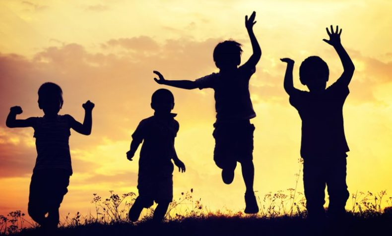 hubungan adik beradik, 6 cara eratkan adik beradik, peranan ibu bapa, jangan pilih kasih, jangan kutuk belakang,