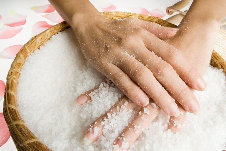 bau makanan pada tangan, bau melekat pada tangan, bau kari pada tangan, bau hamis pada tangan, bau busuk pada tangan, bau melekat pada jari