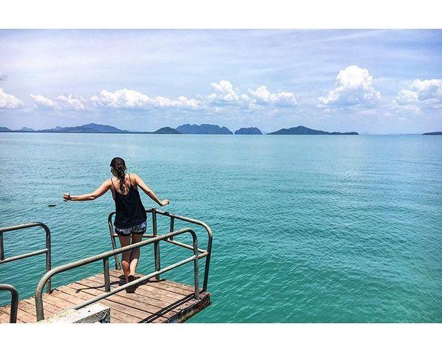 What a month… Bangkok, Samui, Tao,  Krabi, Lanta. It's been real! Let's do it again soon. สวัสดีค่ะ ❤️☀️ #thailand #KohLanta #islandhopping #sea #landscapes #nomadworking #digitalnomad #workation #hmgoes Thx for the pic, @noeltock.