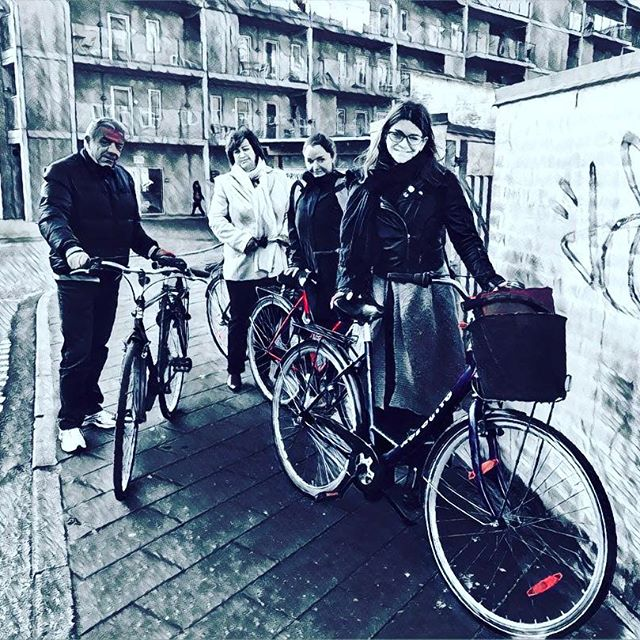 Throwback to our family cycling adventures in #Denmark. Kind of love this pic and after some experimenting showing Prisma to @sianaraykovska yesterday, this version is just 🖤❤️ #Aalborg #family #cycling #prisma #nomadstories