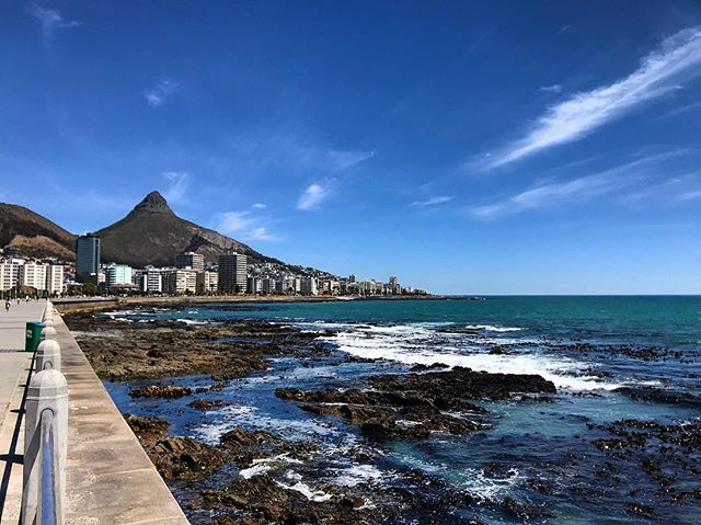 It's spring in South Africa, the weekend weather absolutely gorgeous & perfect for long strolls & enjoying the sun. I can't say I look forward to being back to the European winter in a few days despite the epic November in the works. #SouthAfrica #CapeTown #nomadstories #instarchive #picoftheday #mountains #ocean #spring #travelphotography #traveldiary