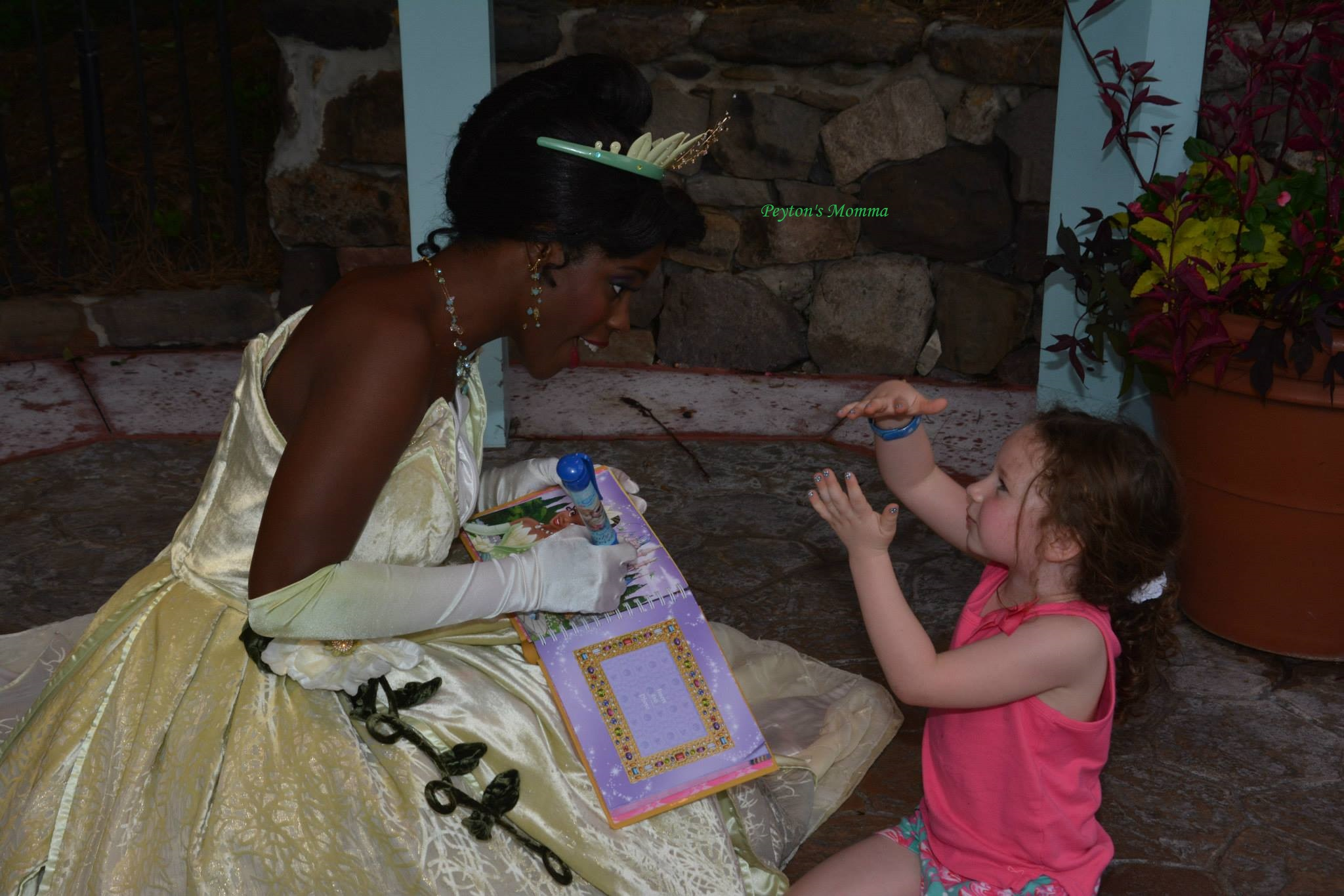 Peyton telling stories to Tiana