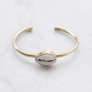 Cowrie Shell Bangle Brass Matter of Fakt