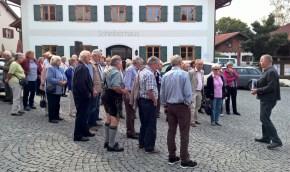Treffen im Dorfzentrum