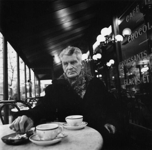 Meneer Beckett op café, zonder schrijfwaren, overigens.
