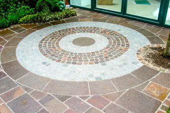 Hauseingang Porphyrbahnen mit Granit