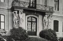 Kunstdenkmäler 1939, Pförten, Schloss, Atlanten an der stadtseitigen Haupttür im Ehrenhof