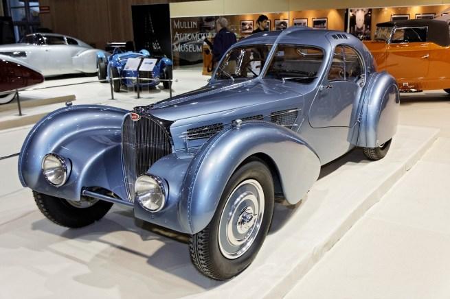 Paris_-_Retromobile_2012_-_Bugatti_type_57SC_Atlantic_-_1936_-_001