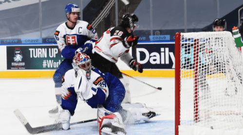 Canada overcomes determined Slovaks