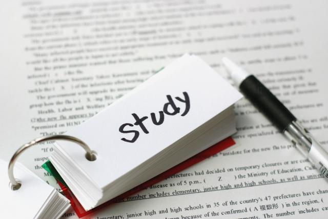 英語を話せるようになりたいなら最初に英語の基礎を勉強しよう