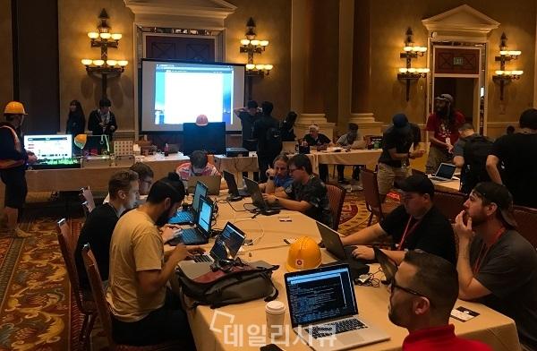 ▲ 레드얼럿 ICS CTF에 30여개 팀이 참가해 산업제어시스템 해킹에 도전하고 있다.