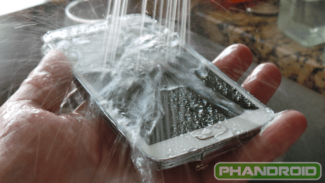 Waterproof: Samsung Galaxy S5 vs HTC One M8