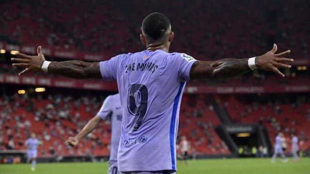 Memphis Depay celebrates his goal