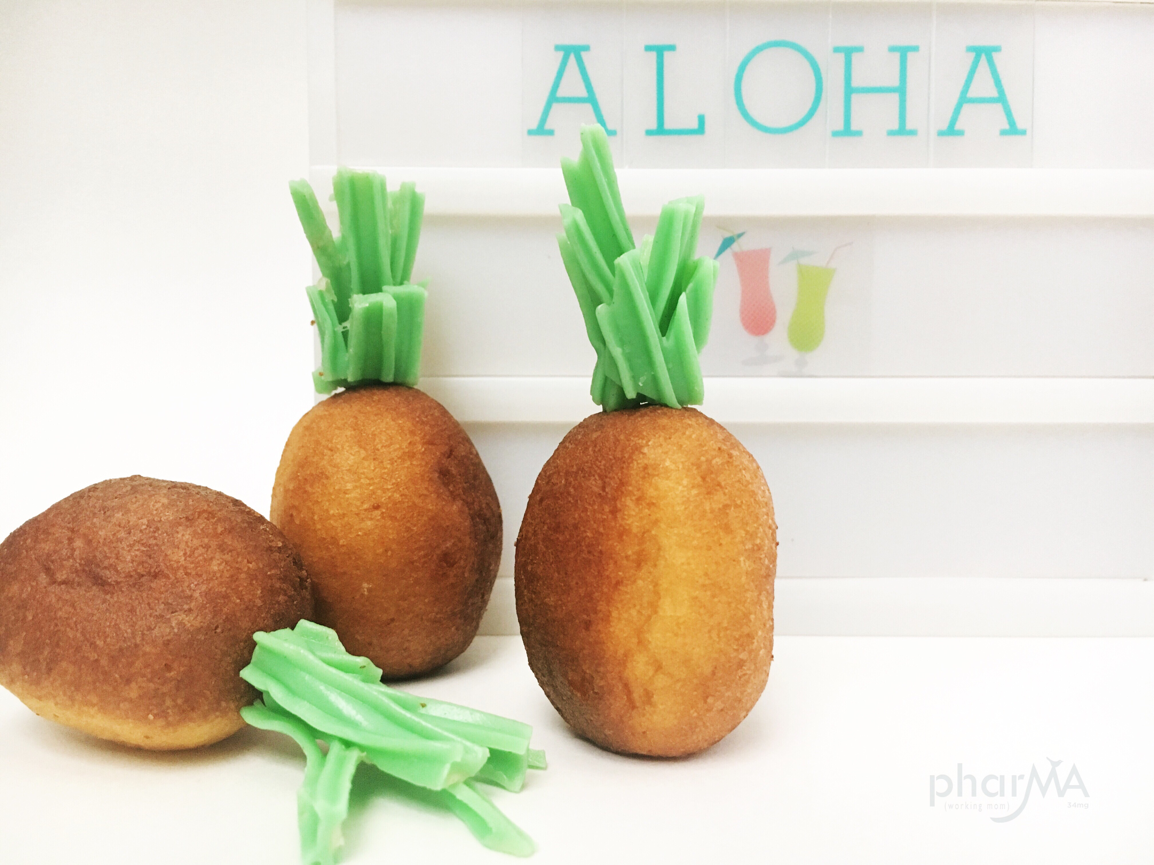 Edible crafts creative food craft ideas these adorable diy pineapple donut holes will be the hit of your next tropical themed luau or pool party solutioingenieria Images