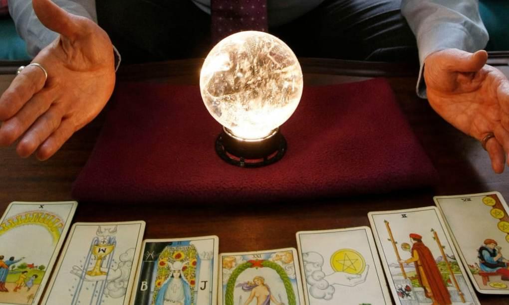 psychic-con-artist
