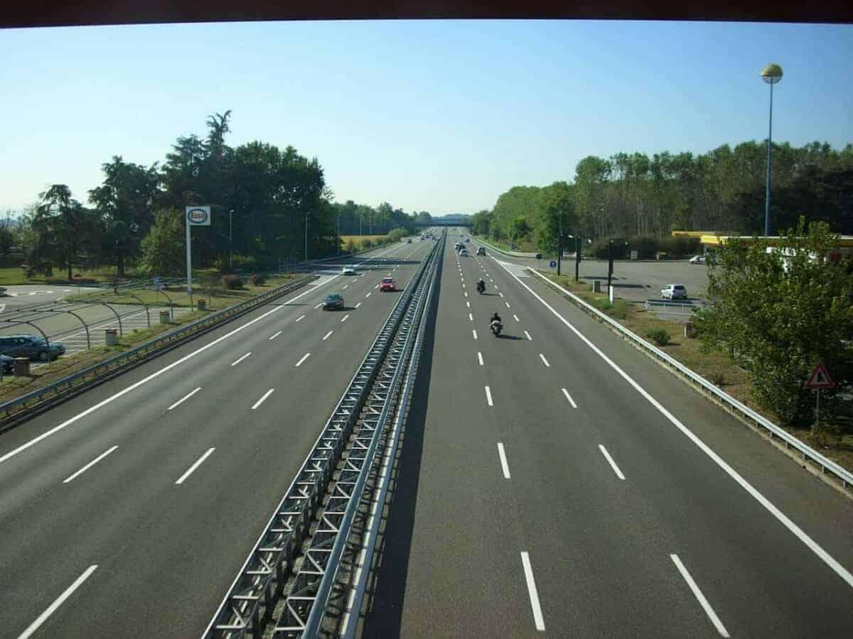 1280px Autostrada A7 Italia 01 scaled