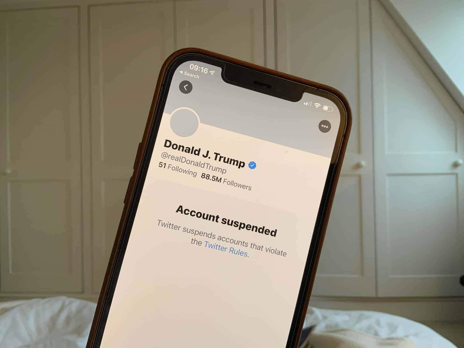 Deplatforming Donald