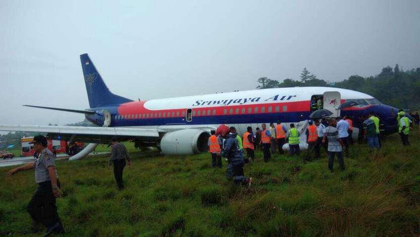 Pesawat Sriwijaya Air Tergelincir di Bandara Manokwari Saat Mendarat
