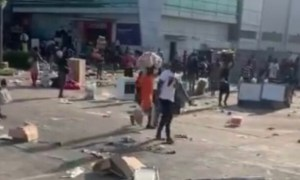 mothers took their children to loot spar outlet in lekki says army commander