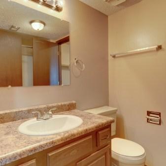 Pheasant Run, 2 Bedroom Apartment, Bathroom