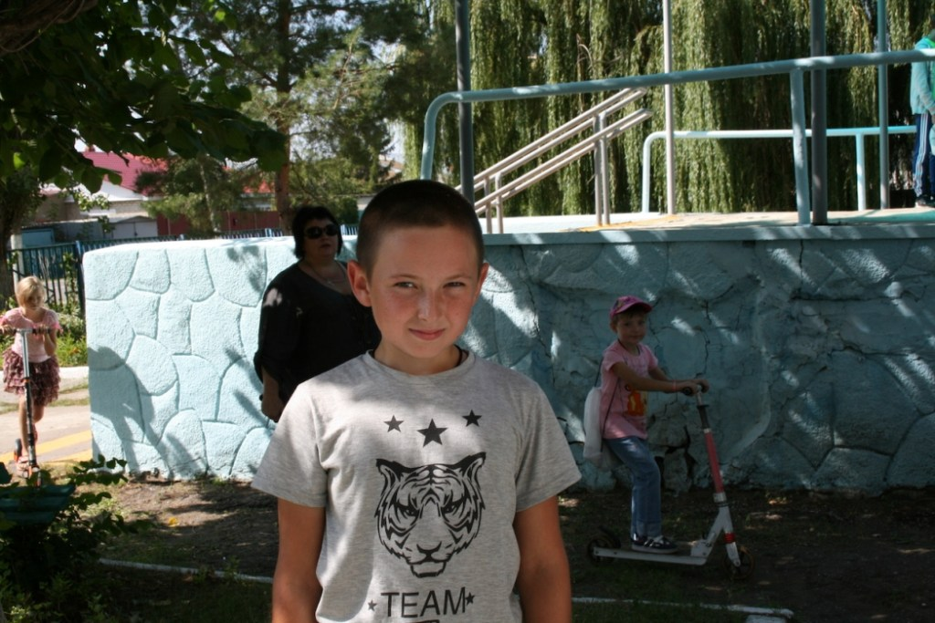 Школьные заботы: саратовский фонд помогает собрать детей в школу