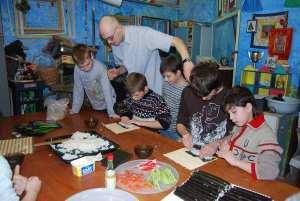 Художественный центр Дети Марии. Наши суши - самые длинные.JPG