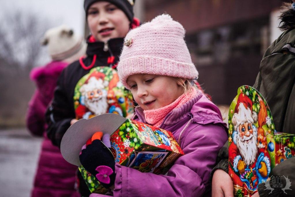 Волонтеры готовят новогодние подарки для 3 тысяч детей Донбасса