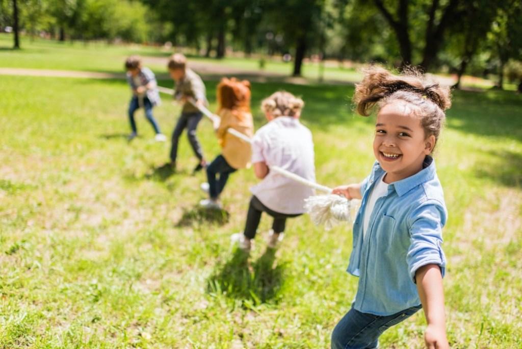 Реконструкции, волшебники и #ЩедрыйВторник: как привлечь детей к социальным кампаниям
