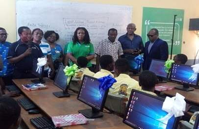 StanChart gives 60 desktop computers to Accra Academy