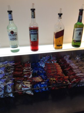 Drink snack options British Airways lounge PHL